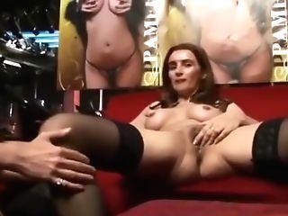 Pamela Neri Menin Makes To Jack Off Her Aficionado In Live Flash